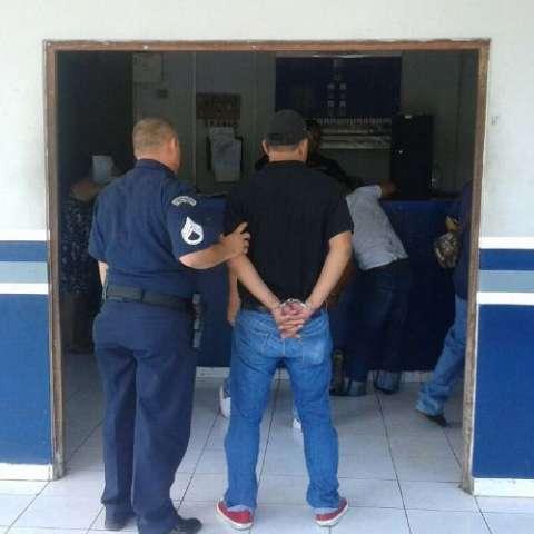 Sospechoso en manos de la Policía Nacional.  Foto Mayra Madrid Corresponsal