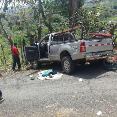 """Vehículo """"pic kup"""" accidentado.  Foto José Vásquez Corresponsal"""