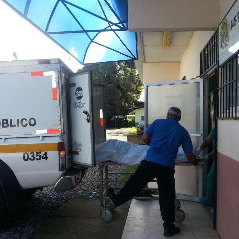 El cuerpo fue remitido a la morgue judicial de David.  /  foto: Mayra Madrid