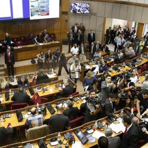 Vista general de una sesión del Congreso paraguayo en la que se informó la suspensión de la sesión para el próximo jueves 30 de marzo de 2017 en la sede del Congreso Nacional en Asunción (Paraguay). EFE