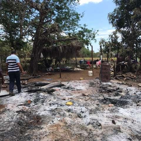 La residencia de madera quedó reducida a cenizas.  /  Foto: José Vásquez