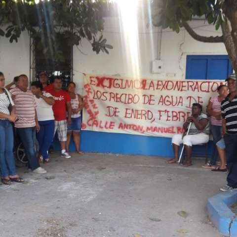 Los manifestantes aseguran que de no haber una respuesta se tomarán nuevamente el Idaan.  Fotos: Elena Valdez