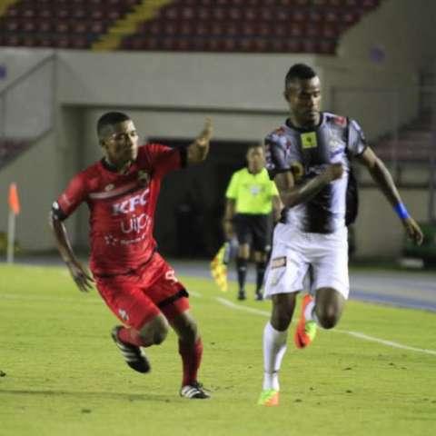 Tauro FC jugó de menos a más en el partido. Foto:LPF
