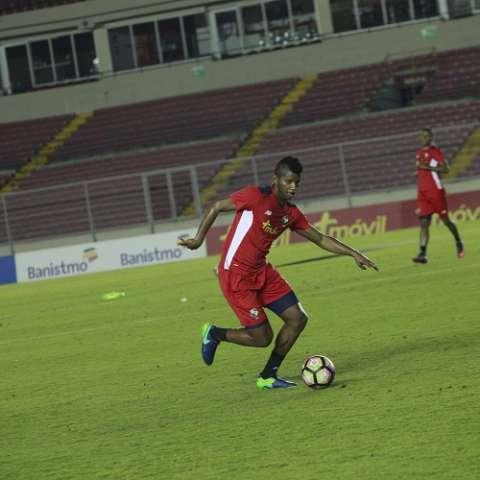 Fidel Escobar en la práctica de la selección. Foto Anayansi Gamez