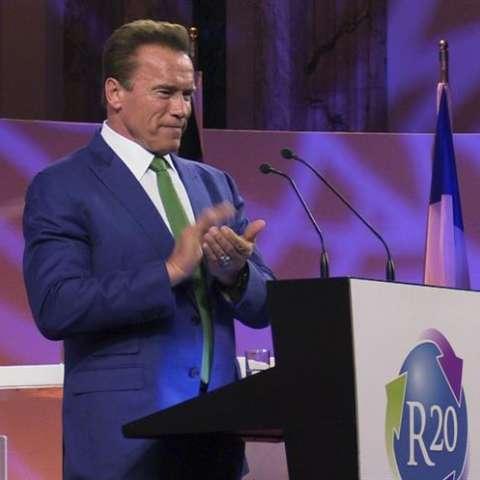 El exgobernador de California Arnold Schwarzenegger, durante su intervención en una cumbre sobre cambio climático en Viena, aseguró hoy que la decisión del presidente de Estados Unidos, Donald Trump, de sacar a su país del Acuerdo de París.  /  EFE