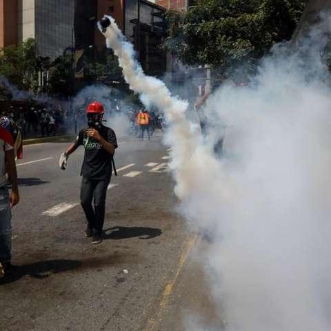 Cientos de venezolanos participan en una manifestación hoy, jueves 22 de junio de 2017, en Caracas (Venezuela). EFE