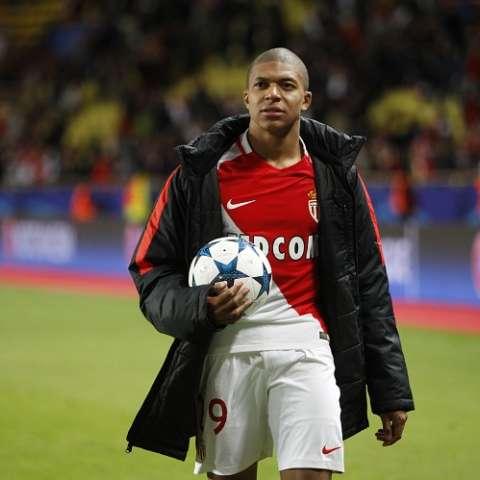 Kylian Mbappé, el delantero de moda en la Champions. Foto AP