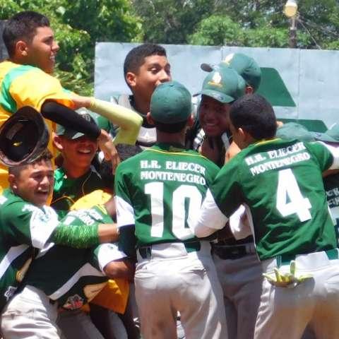 Panamá Oeste, dirigido por Herman Montero, celebró su corona en el estadio Olmedo Solé, de Las Tablas. Foto: Cortesía
