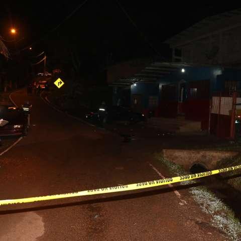 Vista general de la parte exterior del lugar donde ocurrió el homicidio.  /  Foto: Delfia Cortez