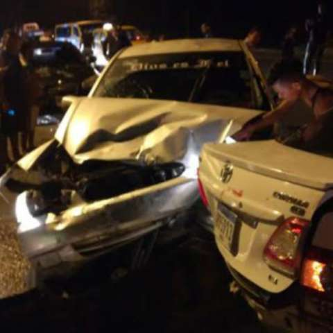 Así quedaron algunos de los autos involucrados en el accidente.