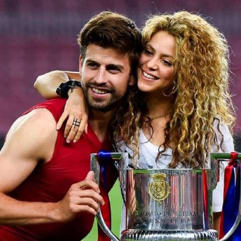 Piqué (izq.) y Shakira  Foto: Tomada de Twitter