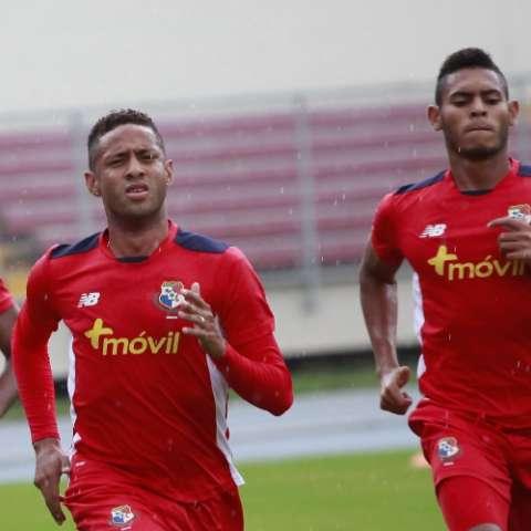 Gabriel Torres en plena acción durante los entrenamientos. La Roja debuta el 8 de julio ante los gringos. Anayansi Gamez
