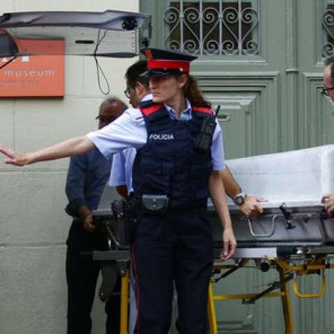 Exhuman restos embalsamados de Salvador Dali con la con el fin de encontrar muestras genéticas.  /  Foto: AP