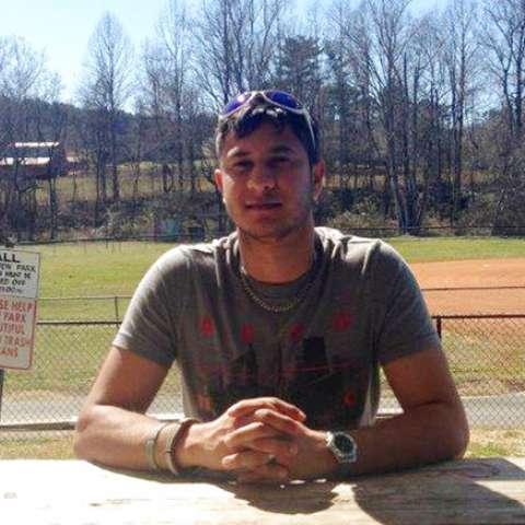 André Oliveira, atrapado en el extranjero, fue obligado a trabajar 15 horas diarias, usualmente sin paga.
