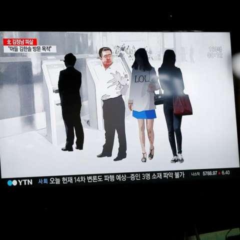 Imagen de un informativo surcoreano de televisión que recoge vistas anteriores al momento de la muerte de Kim Jong-nam, hermano mayor del líder norcoreano, Kim Jong-un en el aeropuerto de Kuala Lumpur. / EFE