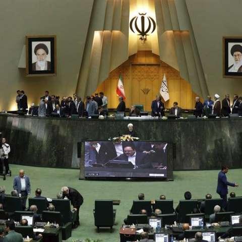 El presidente iraní, Hassan Rohaní, ofrece un discurso en el Parlamento en Teherán (Irán) hoy, 15 de agosto de 2017. EFE