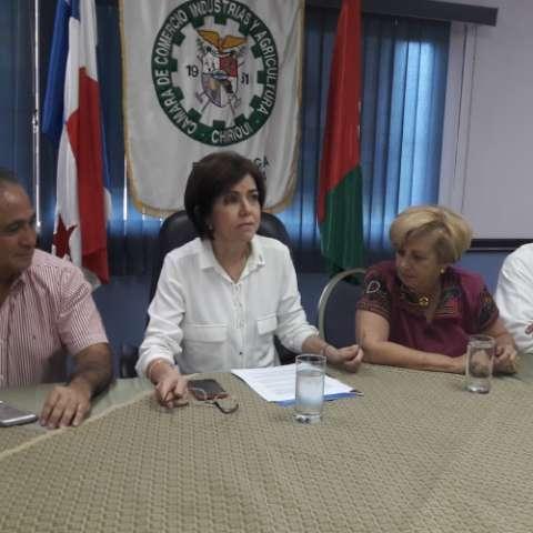 Dirigencia empresarial trata de salvar acuerdo entre empresa frutera y el Gobierno. José Vásquez