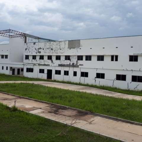 La construcción de la policlínica de Aguadulce está en completo abandono.