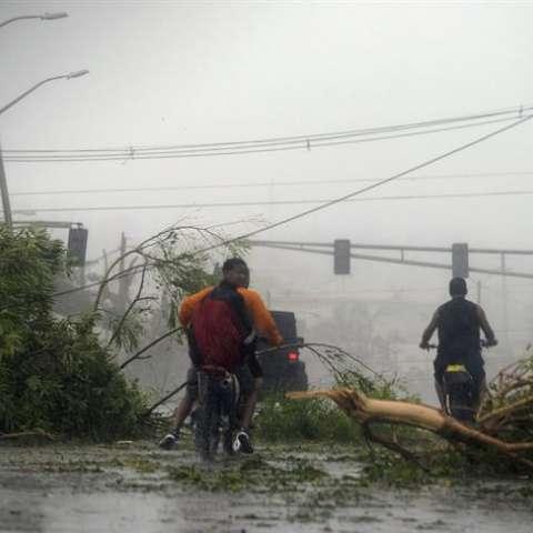 Vista de los daños causados tras el paso del huracán María hoy, miércoles 20 de septiembre de 2017, en San Juan (Puerto Rico). EFE