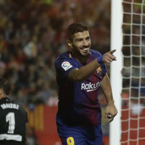 El uruguayo Luis Suárez celebra su anotación contra Girona. Foto: AP