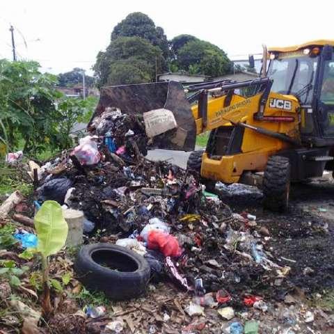 Luego de los operativos de limpieza, las personas vuelven a tirar la basura en las calles. Diomedes Sánchez