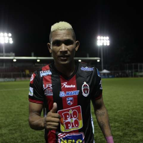 Ronaldo Dinolis, del Sporting, sigue en racha anotadora. Foto: Anayansi Gamez