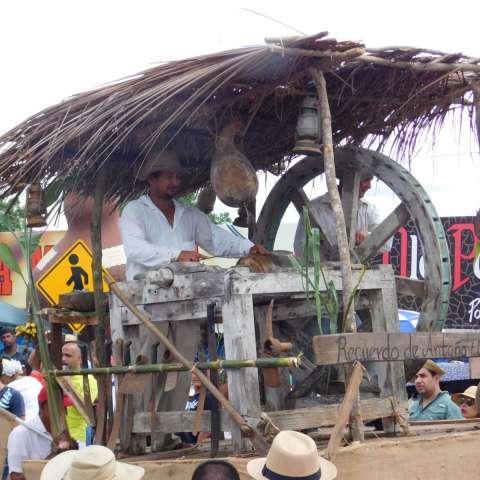 """""""El Viejo Molejon"""" ganó el primer lugar del Concurso de carretas en Guararé. Foto: Zenaida Vásquez"""