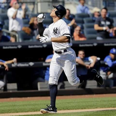 Aaron Judge recorre las bases tras sacarla del parque/ AP