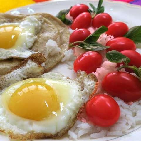 El huevo es un alimento que divide opiniones: unos evitan su consumo y argumentan el elevado índice de colesterol, otros lo consumen a diario. La realidad es que no causa daño, salvo para diabéticos y personas con riesgo cardiovasculares. / EFE