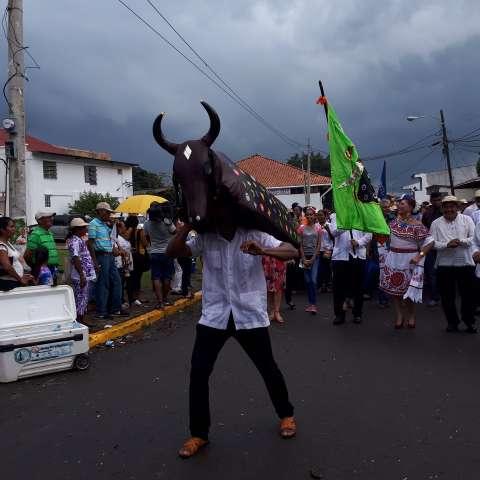 Vistas del desfile del Toro Guapo en Antón.  /  Foto: Elena Valdez