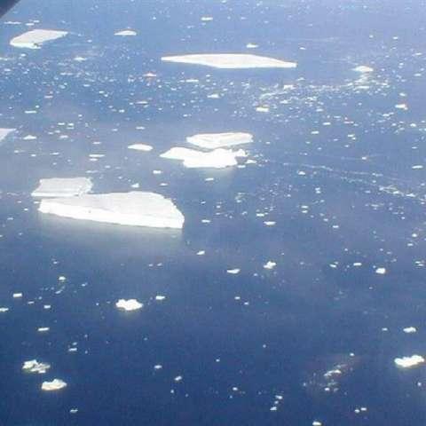 Imágenes de varios iceberg desgajados de la plataforma Larsen B de la zona Este del Mar de Ross. EFE/Archivo
