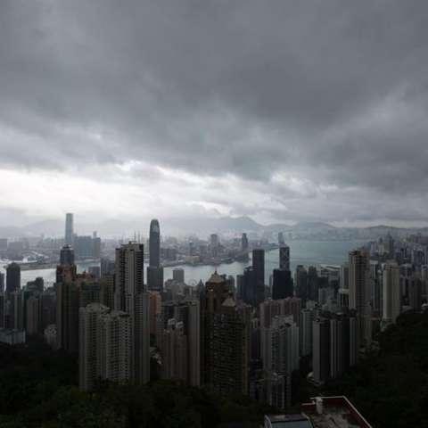 El tifón Khanun llegó a las costas chinas en la madrugada de hoy con vientos de más de 100 kilómetros por hora, informó la agencia oficial de noticias Xinhua. EFE