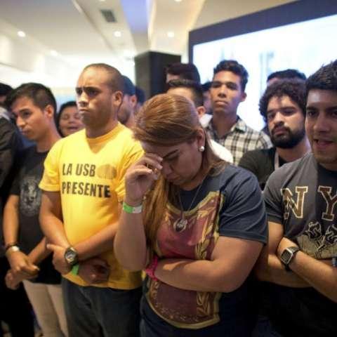 """Opositores dicen que resultados ofrecidos por las autoridades electorales """"no reflejan la realidad""""."""