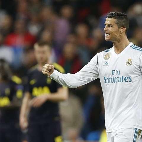 El delantero Cristiano Ronaldo recibe 93 millones de dólares. Foto: AP