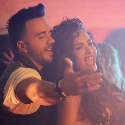 """Fotografía promocional cedida del nuevo sencillo de Luis Fonsi con la cantante hispana Demi Lovato, """"Échame la culpa"""".  /  EFE"""