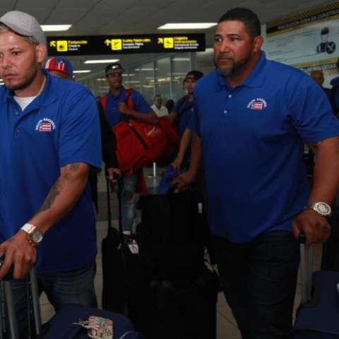 Yadier Molina (izq.) y su hermano José Molina, asistente. Foto: Anayansi Gamez