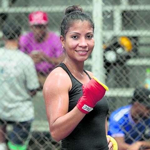 Laura Ledezma, campeona Fedelatin supergallo.