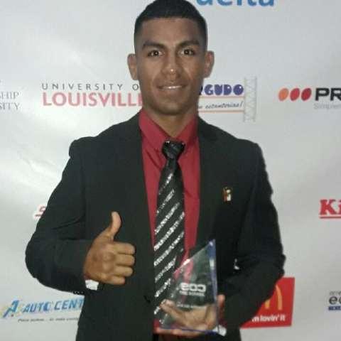 Ricardo Núñez con su premio. Foto: Cortesía