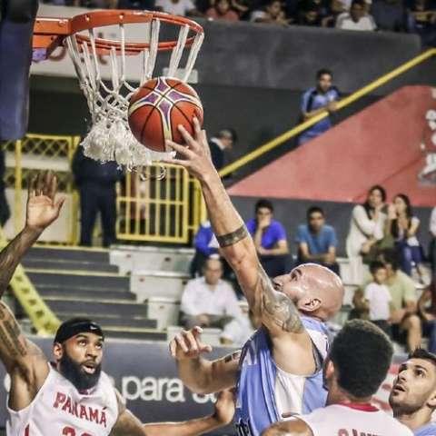 Panamá no pudo mantener a raya al equipo de Uruguay y terminó perdiendo. Foto: Fiba Américas