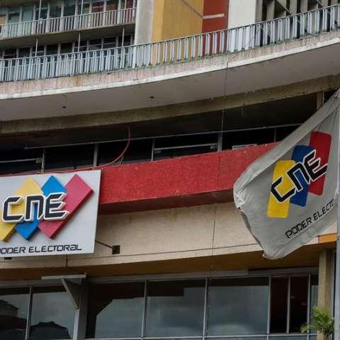 En esta campaña para las elecciones de los mandatarios locales del próximo 10 de diciembre no participan tres de los cuatro grandes partidos del antichavismo por considerar que el CNE no garantiza la transparencia y corrección de los comicios. EFE