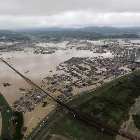 Transcurridas ya más de 72 horas después de que comenzaran las fuertes lluvias, un plazo considerado decisivo para poder encontrar supervivientes. EFE