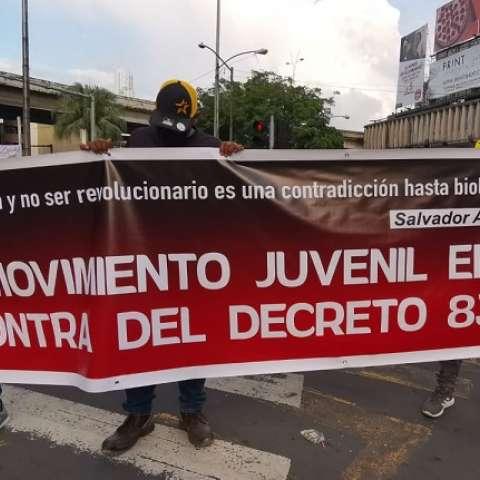 jovenes_protestan_contra_decreto_830