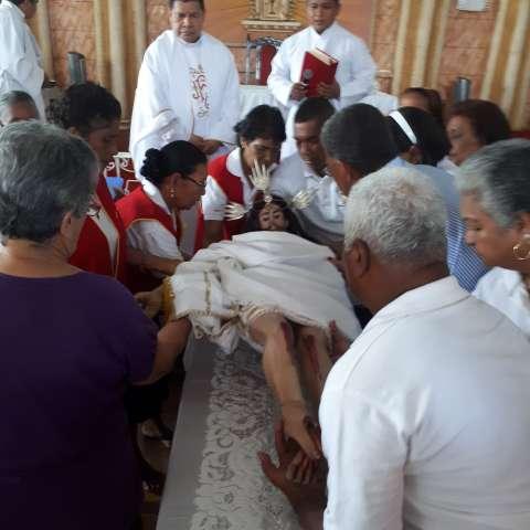 A las 12:00 medio día este seis de enero arrancó la misa en la Iglesia de Antón, presidida por el párroco de Antón Teobaldo Quirós, quien hizo el llamado a proteger el agua que es vida y que es fuente para la salvación.