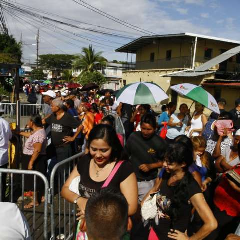 Largas filas en Pan de Azúcar. Foto: Edwards Santos