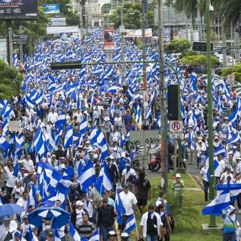 """""""Tengo miedo de salir a la calle porque sé de lo que son capaces"""", explica a Acan-Efe Henry Martínez, quien confiesa que formó parte del oficialista Frente Sandinista para la Liberación Nacional (FSLN). EFE"""