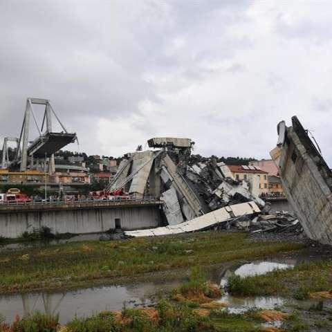 Las autoridades italianas ya han identificado a diecinueve de los fallecidos tras el derrumbe hoy del tramo de un puente en la ciudad de Génova (noroeste del país). EFE