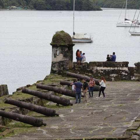 Enclavado a orillas del mar Caribe en una bahía homónima y custodiado por tres fuertes, Portobelo fue uno de los puertos americanos más importantes durante la época colonial. EFE