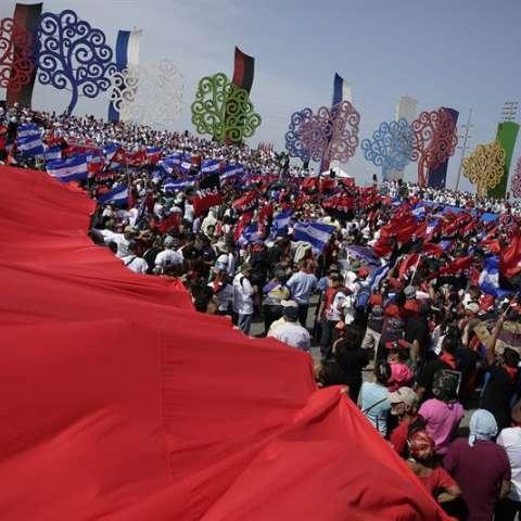 Contrario a otros años, en esta ocasión el mandatario Daniel Ortega no fue acompañado por ningún otro jefe de Estado, en celebración de la revolución que el 19 de julio de 1979 derrocó al dictador Anastasio Somoza Debayle. EFE
