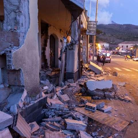 Escombros de una casa parcialmente colapsada en Sicilia, Italia, el miércoles 26 de diciembre de 2018, luego de un sismo de magnitud 4,8.  Foto: AP