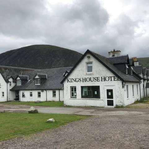 Kings House Hotel tiene más de 200 años de antigüedad y fue una parada necesaria a lo largo de la montaña tradicional condujo carreteras. /  Foto: AP
